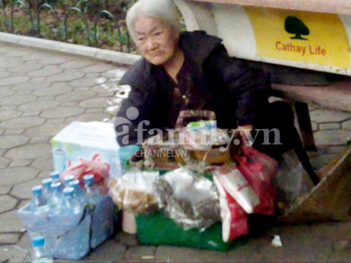 Những thân già cơ cực mưu sinh giữa Thủ đô - Tin180.com (Ảnh 8)