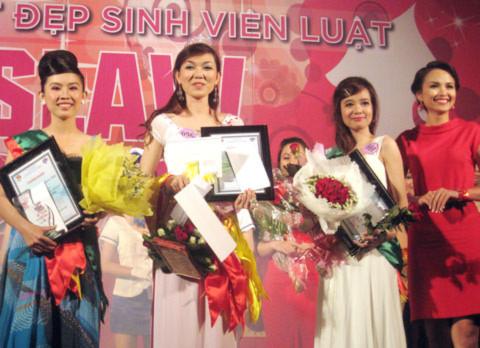 Sau phần thi ứng xử, ban giám khảo đã chọn ra ba cô gái đạt danh hiệu cao nhất.