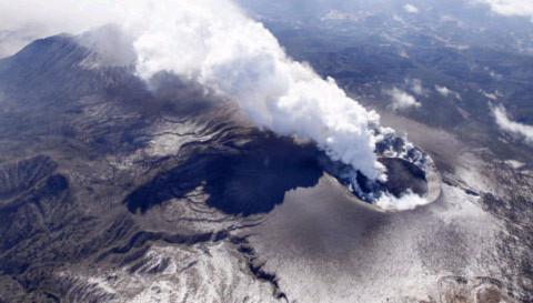 Núi lửa phun trào tại Nhật Bản