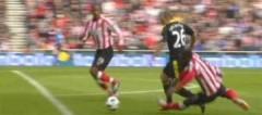 Quả phạt đền sai trong chiến thắng của Liverpool