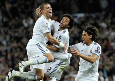 Niềm vui chiến thắng của các cầu thủ Real.
