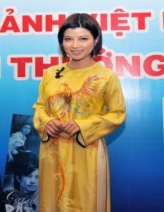 Sao nữ khoe dáng trên thảm đỏ Cánh Diều Vàng 2010