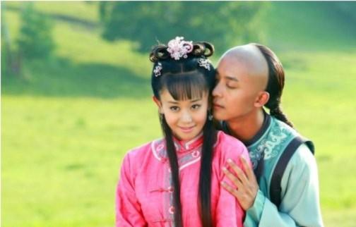 Tân Hoàn Châu Cách Cách tung ảnh lãng mạn của các cặp đôi