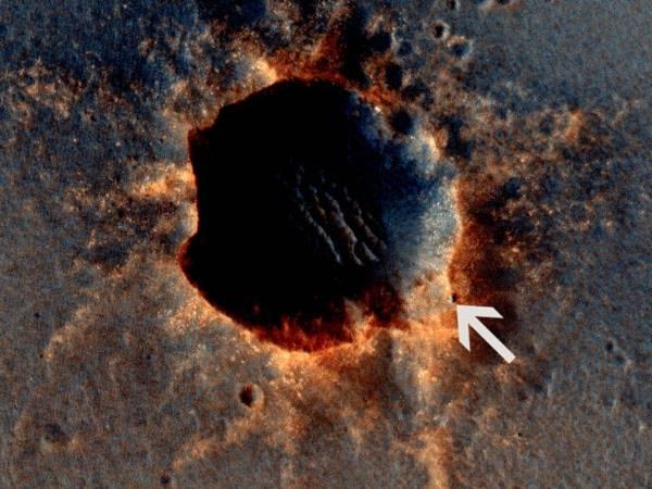 Tàu thăm dò HiRISE đã ghi lại được hình ảnh chi tiết về miệng hố  Santa Maria trên sao Hỏa vào ngày 9/3 vừa qua. Những hình ảnh rõ nét này giúp các nhà khoa học hiểu rõ hơn về sự thay đổi thời tiết ảnh hưởng tới xói mòn tại các miệng hố trên hành tinh đỏ.