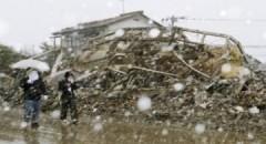 Tuyết rơi dày, người Nhật thêm khốn khó