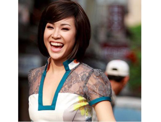 Uyên Linh công khai xin lỗi vụ hát 'Đường cong'