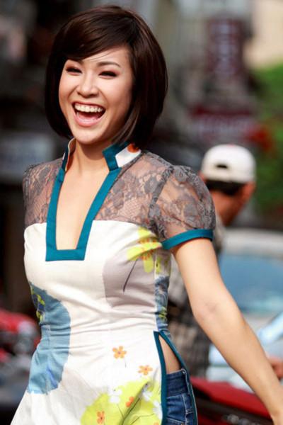 Uyên Linh bày tỏ niềm vui khi được để cử vào giải Âm nhạc Cống hiến 2010. Ảnh: ST