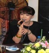 Uyên Linh hát nhạc Trịnh