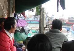 Xăng, dầu tăng giá: Tàu cá nằm bờ, nông dân méo mặt