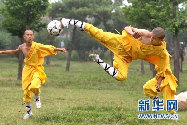 Xem võ sư thiếu lâm thể hiện bóng đá kungfu