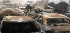 80 xe đâm nhau trong bão cát, 8 người chết