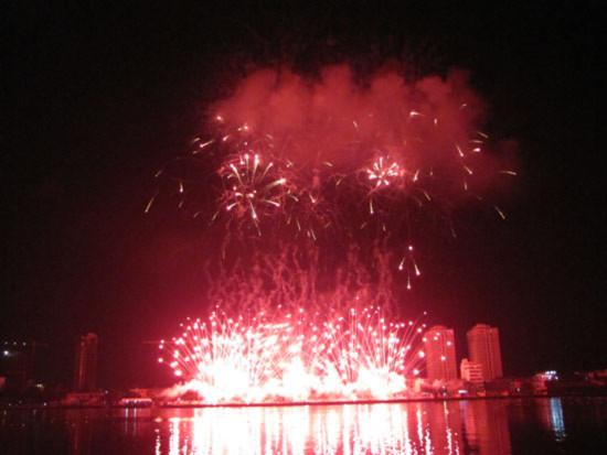 Đại tiệc pháo hoa bên sông Hàn