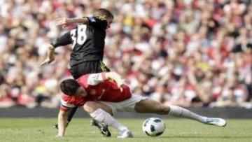 Arsenal chia điểm kịch tính với Liverpool