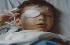 Bác sĩ mổ nhầm mắt cho cậu bé 4 tuổi