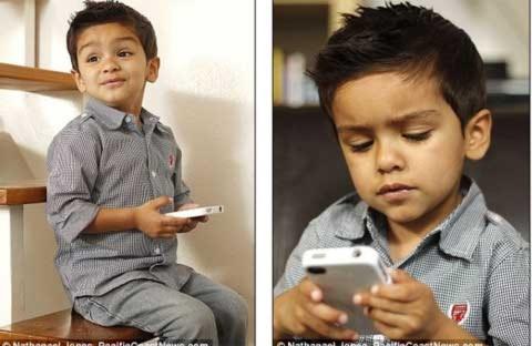 Bé 2 tuổi thành thiên tài nhờ nghịch điện thoại