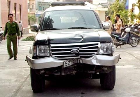 Chiếc xe gây tai nạn được đưa về cơ quan công an. Ảnh: Danh Toại