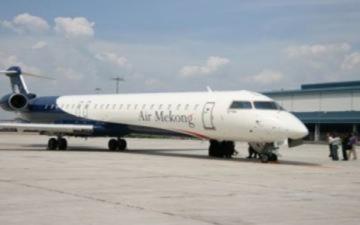 Các hãng hàng không rục rịch tăng giá vé máy bay