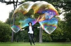 Chàng 'phù thủy' lập kỷ lục về bong bóng