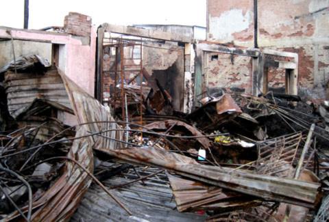 9 căn nhà và kiot đã bị thiêu rụi. Ảnh: Thiên Phước.