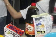 Chen chân thưởng thức món ăn Nhật