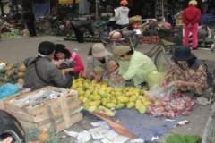Chợ đầu mối hút khách mua lẻ