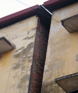 Cuộc sống trong những ngôi nhà nghiêng nửa mét