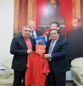 Cựu danh thủ Hristo Stoichkov làm việc với VFF tại Hà Nội