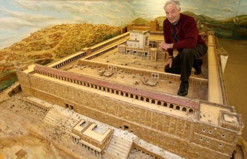 Dành 30 năm để dựng lại ngôi đền cổ