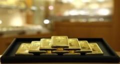 Giá vàng tăng nhẹ, đôla giảm mạnh