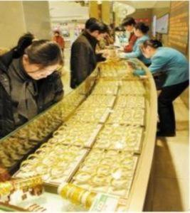 Giá vàng tăng vọt 300.000 đồng