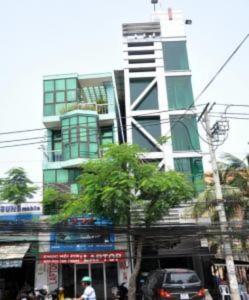 Hàng loạt ngôi nhà nghiêng ở Sài Gòn