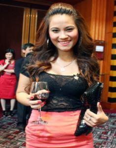 Hoa hậu Biển Vân Anh về nước làm việc