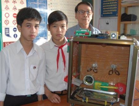 Học trò làm máy sấy lúa: Sáng chế tiền tỷ