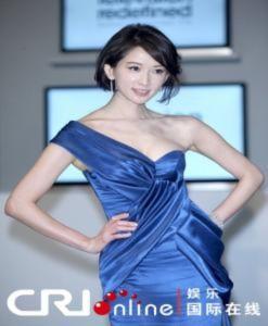 Lâm Chí Linh đẹp dịu dàng với tóc ngắn