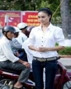 Lan Ngọc tham gia hướng dẫn giao thông