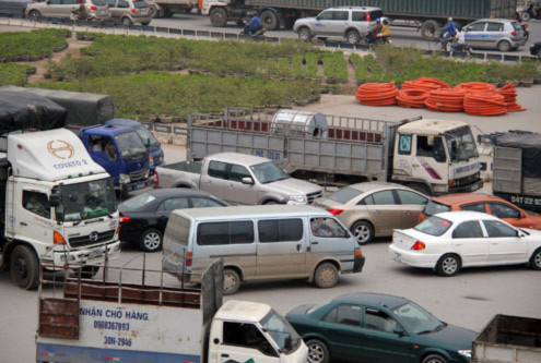 Nguyên nhân là vì bùng binh chắn gần hết làn đường Nguyễn Trãi nên các xe chạy hướng Hà Đông - Ngã Tư Sở khi chạy đến gần sát bùng binh