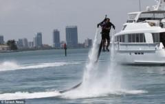 Máy bay phản lực nước giúp bạn thành… siêu nhân