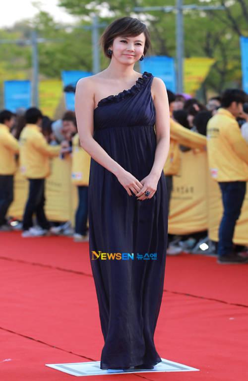Trông Kim Ji Woo như một nữ thần.