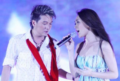 Lần đầu tiên, Đàm Vĩnh Hưng và Mỹ Tâm song ca trên sân khấu HTV Awards. Ảnh: BTC