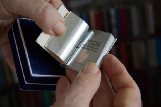 Người có kho sách mini đồ sộ nhất thế giới