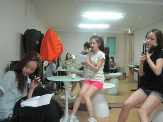 """Ảnh """"mặt mộc"""" của T-ara gây chú ý"""