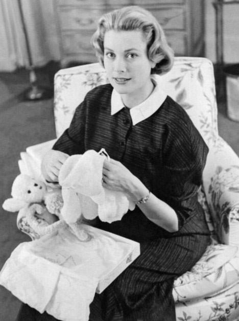 Ngôi sao điện ảnh Mỹ Grace Kelly, kết hôn với hoàng tử Monaco Rainier III năm 1956, được bầu chọn là phụ nữ đẹp nhất trong giới hoàng tộc.