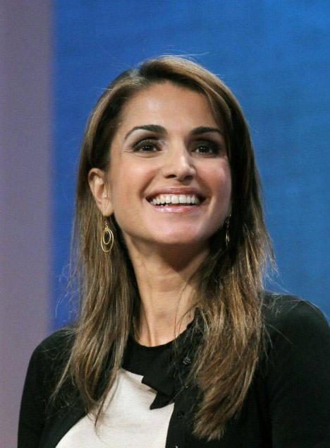 Hoàng hậu Rania của Jordan đoạt ngôi á quân.