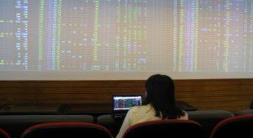 Những nhà đầu tư nhẫn nại bám sàn chứng khoán