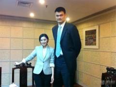 """Phạm Băng Băng choáng ngợp trước """"người khổng lồ"""" Yao Ming"""