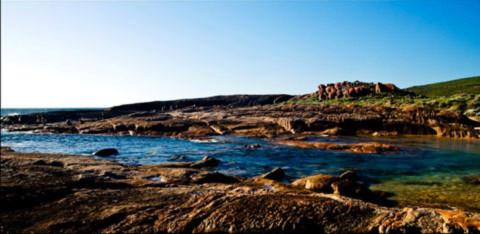 Margaret River mouth , nơi dòng sông huyền thoại của vùng đất rượu nho đổ ra biển.