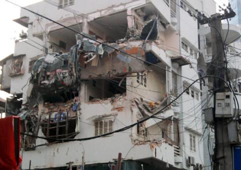 Sập nhà 6 tầng giữa Hà Nội