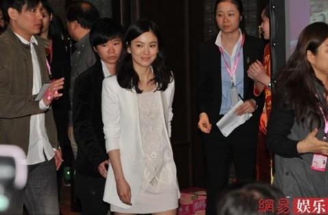 Nữ diễn viên Hàn Quốc luôn chọn phong cách đơn giản và tự nhiên mỗi lần xuất hiện trước giới truyền thông ở đại lục.