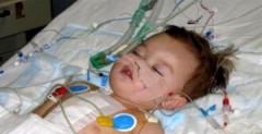 Sự sống kỳ diệu của cậu bé chỉ có nửa trái tim