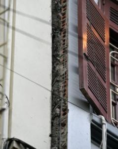 'Thần đèn' cứu chữa ngôi nhà 5 tầng bị nghiêng